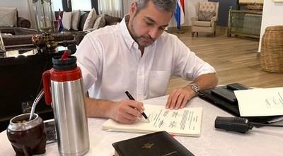 Ejecutivo promulga ley de emergencia sanitaria, que autoriza préstamo de hasta US$ 1.600 millones
