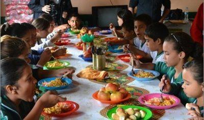Fenaes pide distribuir alimentos a alumnos de escasos recursos
