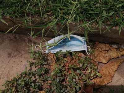 Alerta: Desechan tapabocas usados en las calles