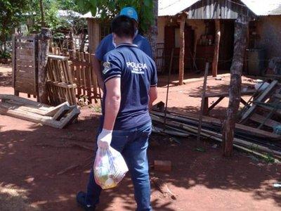 Hernandarias: Policías solidarios entregan víveres en asentamientos