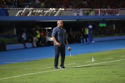 Zapag reafirma a 'Chiqui' como DT y da pistas sobre el gerente