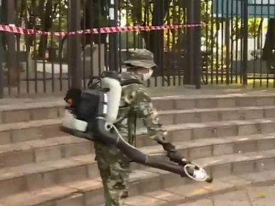Militares desinfectan paradas de buses para evitar propagación del Covid-19