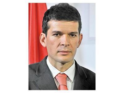 """Godoy pide eliminar gastos superfluos y """"salarios inmorales"""""""