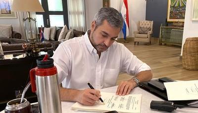 Mario Abdo promulga ley de emergencia que contempla endeudamiento