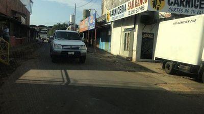 Reportan congestión vehicular a causa de nuevos horarios en el Abasto