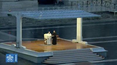 """Papa Francisco: """"Ahora, mientras navegamos en mares complicados, te pedimos: Despierta, Señor"""""""