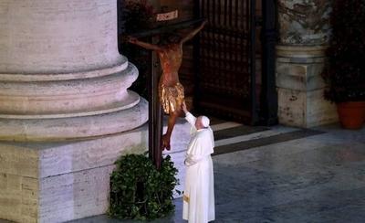 """HOY / La historia de la imagen de la Virgen y el """"Cristo milagroso"""" que salvó a Roma de la peste siglos atrás"""