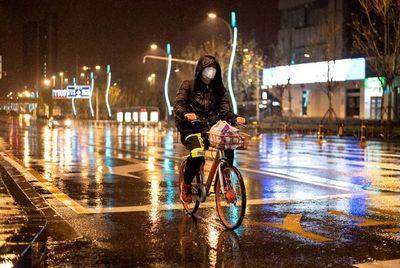 Ciudad china donde se inició el coronavirus empieza a levantar su confinamiento