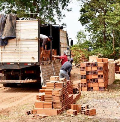 Tobateños construyen su ala para internados