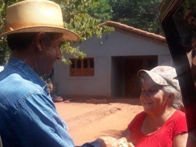 Agricultor festeja su cumpleaños repartiendo carne a familias carenciadas