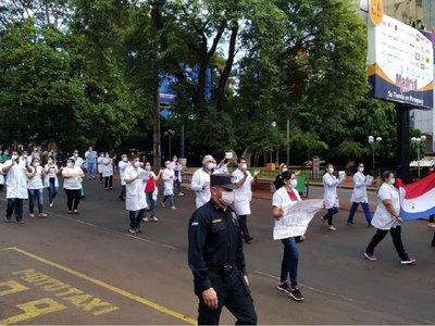 CDE: Médicos marchan para exigir cuarentena total hasta el 12 de abril