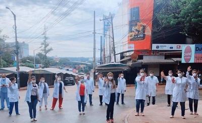 HOY / CDE: Médicos marchan y exigen que continúe la cuarentena total