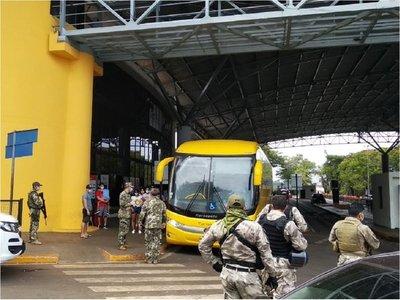 Más de 150 paraguayos ingresan al país bajo acompañamiento médico