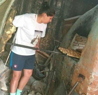 Un golazo: Arquera de Cerro dona 'pan kesu' a niños en Lambaré