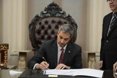 Mandatario firmó decreto que extiende aislamiento total hasta el 12 de abril