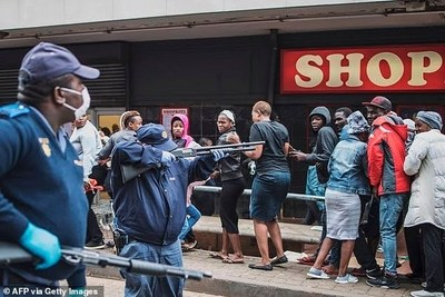Balas de goma en Sudáfrica para que se respete confinamiento