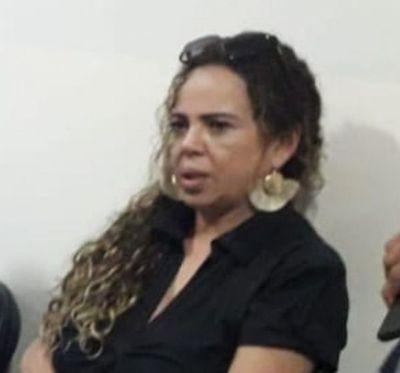 Concejal desmiente a Gloria Escobar y le invita a poner su champiu y salir a repartir víveres