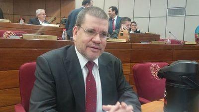 Legisladores médicos se ponen a disposición del ministro de Salud