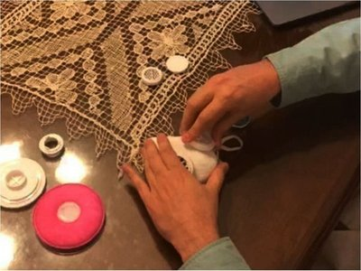 Ex becario diseña un modelo de tapabocas en impresión 3D
