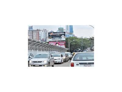 Crisis y paro total golpean a  taxistas de Ciudad del Este