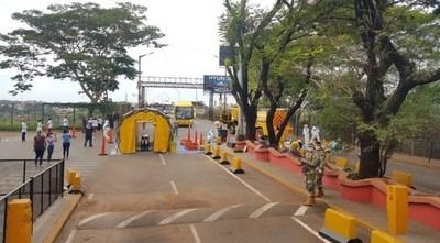 Llegaron los 155 paraguayos de Foz y cumplirán cuarentena en un cuartel