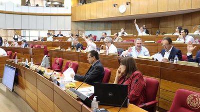 Autoridades recortan sus salarios tras presión ciudadana
