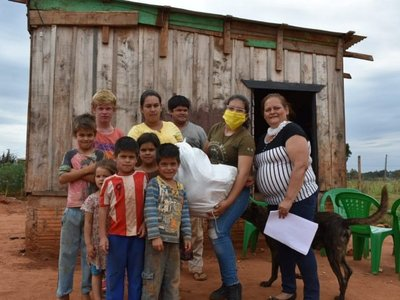 Entregan kits alimenticios a familias de Juan Eulogio Estigarribia