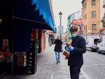 España paraliza su economía para evitar el colapso sanitario