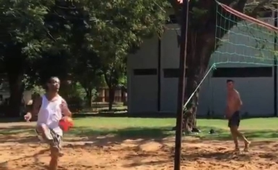 HOY / Dinho quema su cuarentena en la Agrupación dándole a la pelota