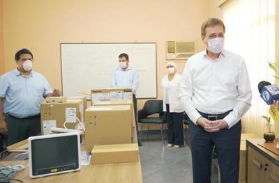 Supermercado Stock donó 6 monitores multiparamétricos al Hospital de Niños de Acosta Ñu