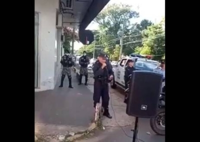 HOY / Policías de Villarrica cantan en las calles