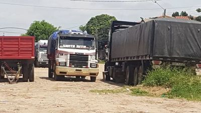Camioneros paraguayos varados en Bolivia piden ayuda de autoridades porque se quedan sin provisiones