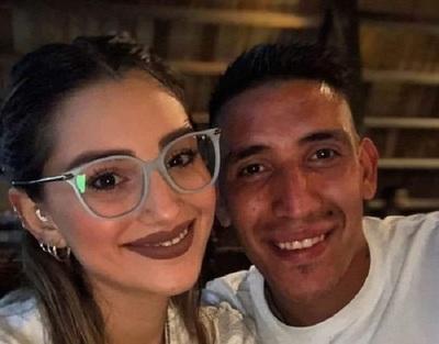 Futbolista despide a su novia, fallecida en un accidente