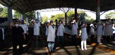 Llegan más paraguayos y genera protesta de médicos