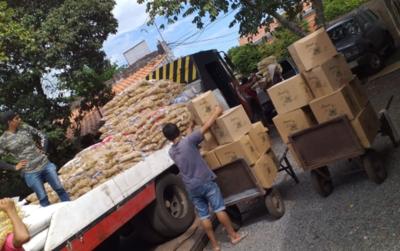 Ucetrama asiste a 322 familias de choferes con kits de alimentos