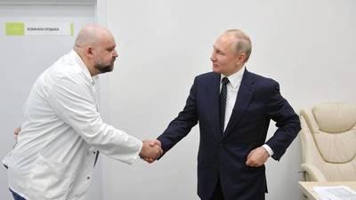 El coronavirus acecha a Putín. Médico que se reunió con el mandatario ruso dio positivo