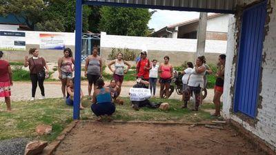 Padres denuncian no recibir kits de alimentos en Roque Alonso