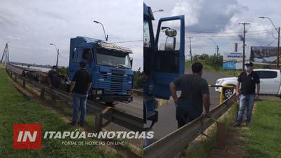 INTERCEPTAN CAMIÓN QUE ATRAVESÓ EL PUENTE INTERNACIONAL SAN ROQUE HACIA ENCARNACIÓN.
