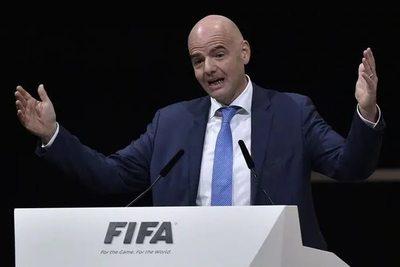 """FIFA confirma """"ayudas"""" al fútbol por los daños del COVID"""