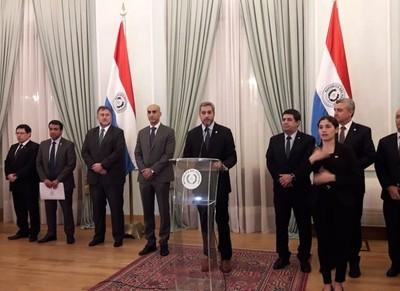 Mario Abdo expresa su decepción y se declara 'adversario' de sindicatos que 'amenazaron al pueblo paraguayo'