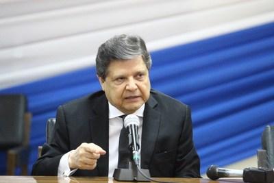 Comisarías no dan abasto por cantidad de demorados por violar la cuarentena, pero control será aun más estricto, dice Acevedo