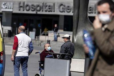 """Coronavirus en España: hubo 864 muertes en 24 horas pero las autoridades hablan de una """"estabilización del a pandemia"""""""