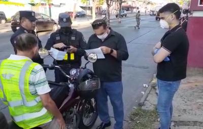 Estricto control policial, militar y fiscal en avenidas de Asunción