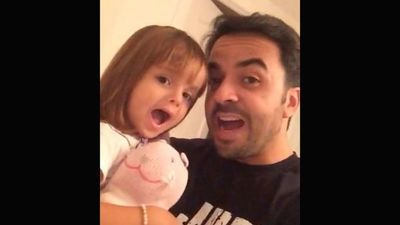 """La hija de Luis Fonsi debuta en las redes cantando """"We Are The World"""""""