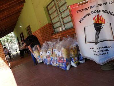 Distribuyen kits de alimentos a alumnos de Santa Elena