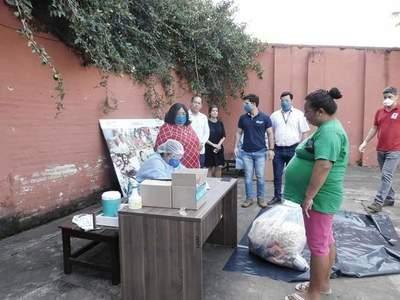 Beneficiarios del programa abrazo reciben kits de alimentos