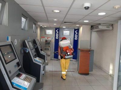 Intensifican desinfección de cajeros automáticos en Asunción