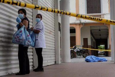 La ciudad de Guayaquil, desbordada, no puede ni enterrar a sus muertos