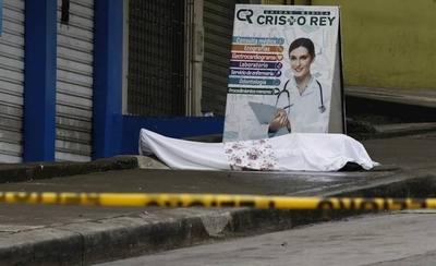 HOY / Ecuador, en situación crítica por COVID-19: cadáveres son arrojados a la calle o permanecen días sin ser retirados