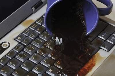 ¿Derramaste el café? Aprende a reparar un teclado dañado